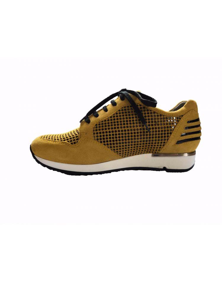9335-68-62_2753 Isabelle Sneaker geel